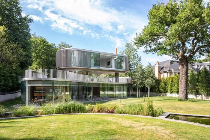 Une maison de trois et quatre chambres à coucher dans Coombe Park, Kingston upon Thames, 5,95 millions de livres sterling par Knight Frank