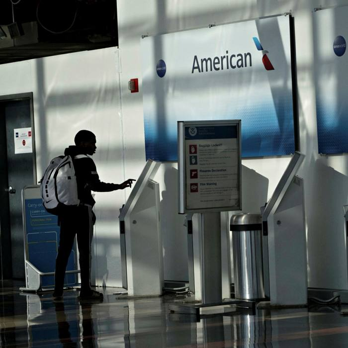 Junk-rated American Airlines and United Continental remain near the bottom of Lex's resilience screening of the S&P 500