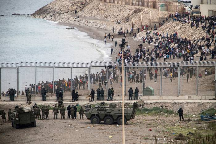 Spanish troops take positions at Ceuta's border with Morocco