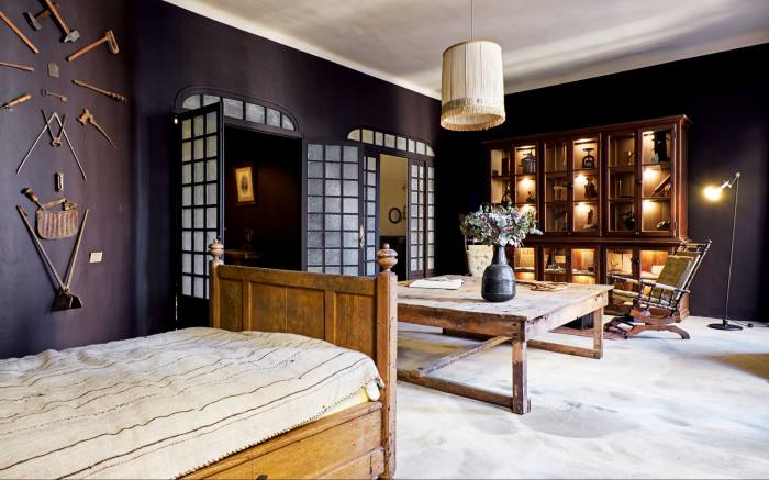 The chambre d'hôtes overtheshop – the walls are hung with vintage tools