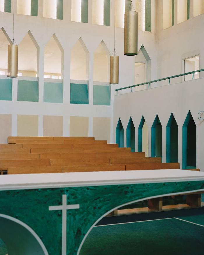 The main altar inPonti's 1970 Concattedrale GranMadre di Dio