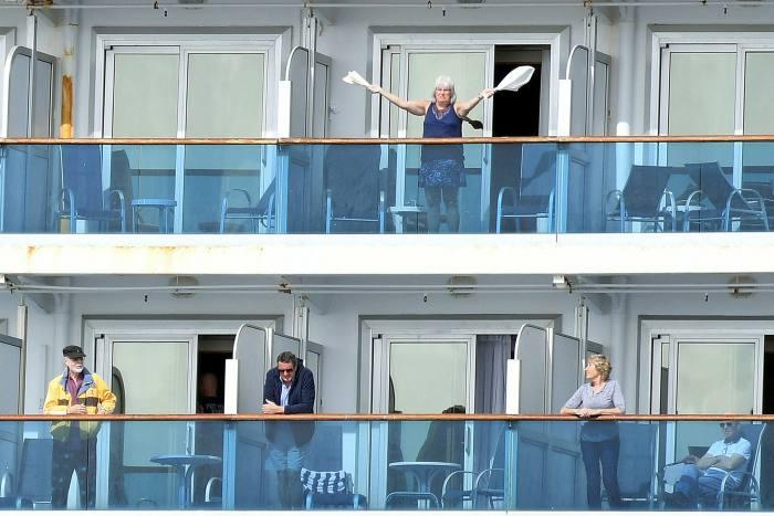 嘉年华的Grand Princess游轮在加利福尼亚奥克兰附近举行。最终,有78位乘客对该病毒进行了阳性检测