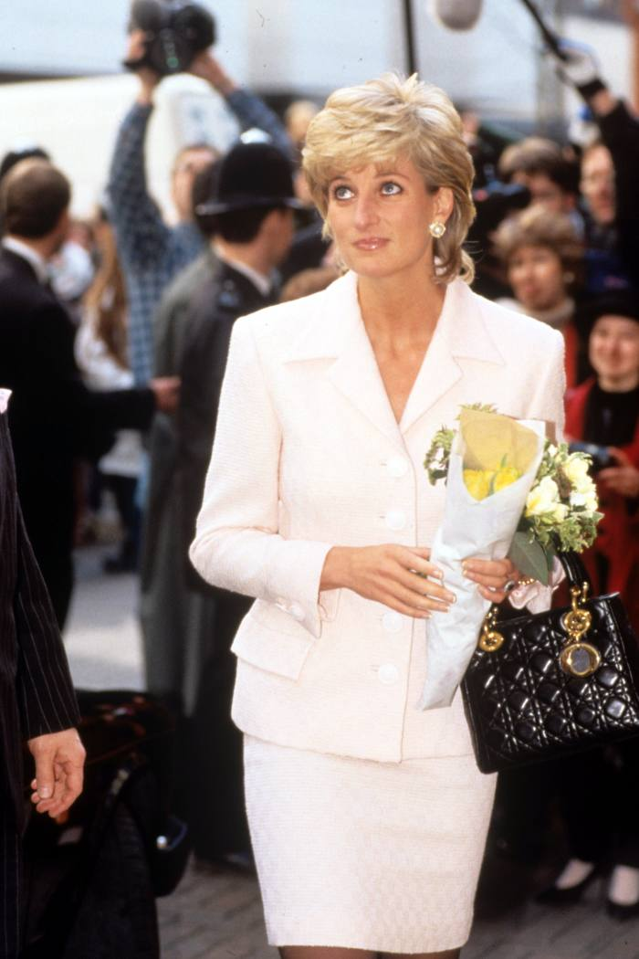 Diana visiting a hospital in London, 1996