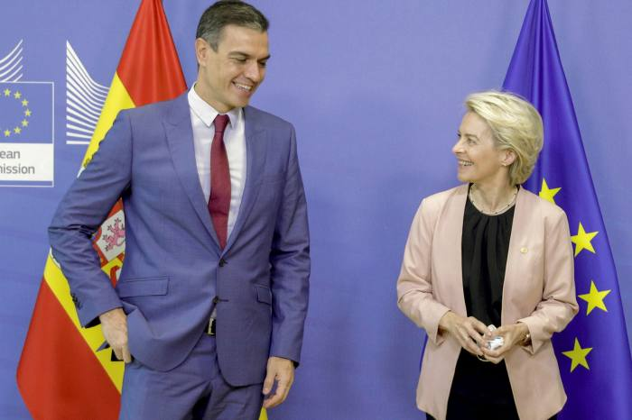 Spain's plan was among the first to receive official approval from Brussels. Ursula von der Leyen, commission president, right, pictured with Spanish PM Pedro Sánchez