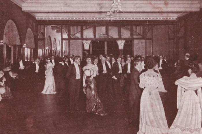 Celebration at the villa in 1910 - Franca Florio among the guests