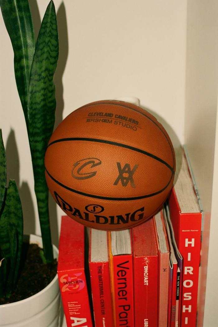 Cleveland Cavs x Arsham logo basketball