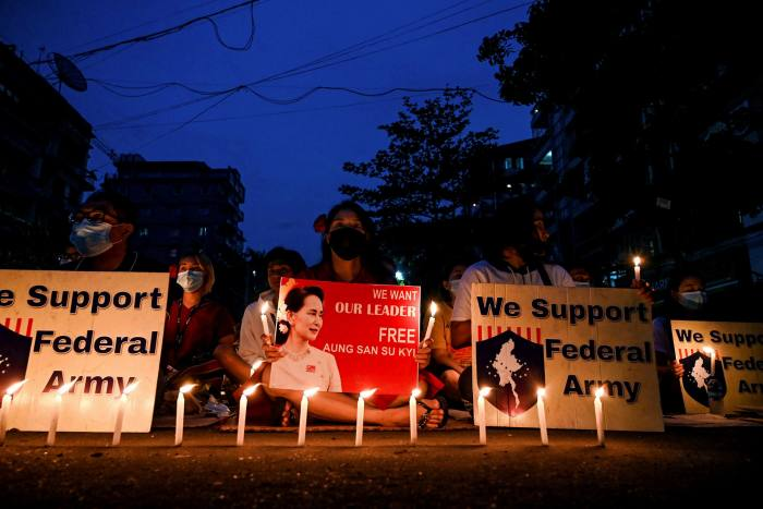 Candle demonstration in Yangon against the junta on Saturday