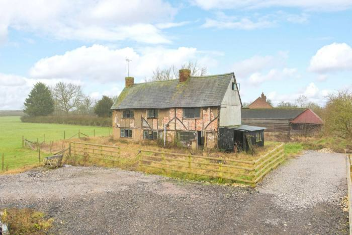 Grade II-listed, three-bedroom detached country house in Buckinghamshire with a quarter of an acre of grounds, £275,000