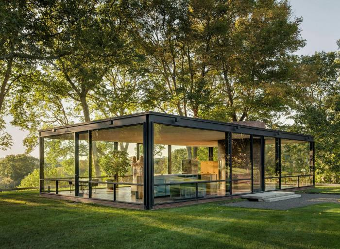 The Glass House, by Philip Johnson, in Connecticut: the only self-contained 'room' is the bathroom