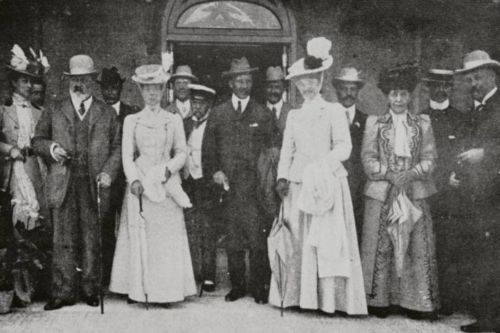 Among the guests during the heyday of Igea Bell Epoque were Edward VII and Queen Alexandra, as seen here (front, second and third row from left) in 1907