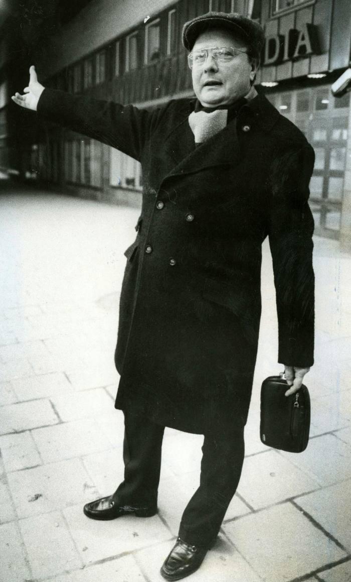 Stig Engstrom outside Skandia's office in April 1986
