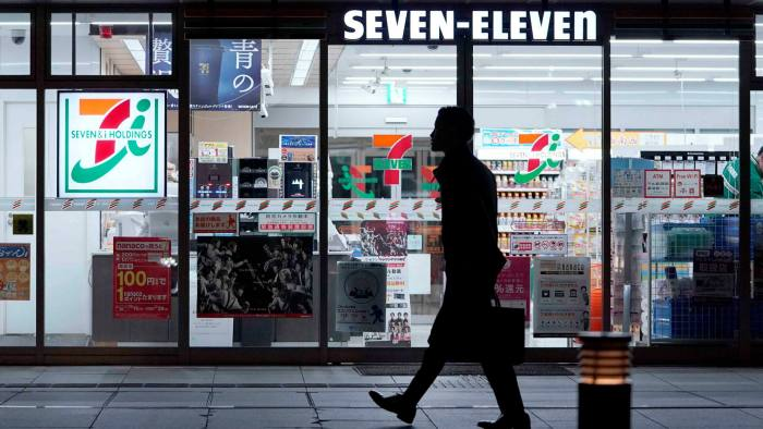 Mitsui Sumitomo Aioi Life Insurance started offering cancer insurance via multi-function copiers at 7-Eleven convenience stores across the country from this week