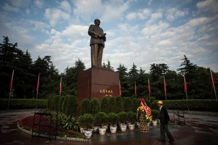 مجسمه مائو تسه تونگ در زادگاهش شهرستان شائوشان