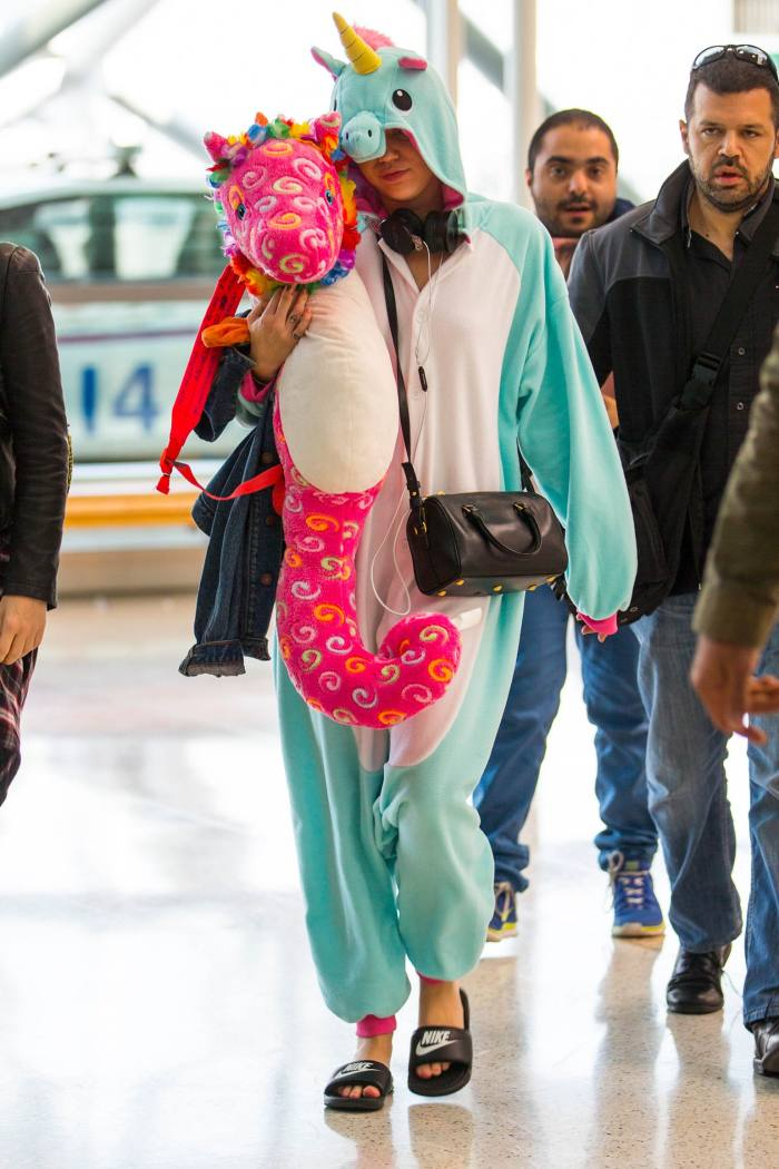 Miley Cyrus at Sydney airport, October 2014