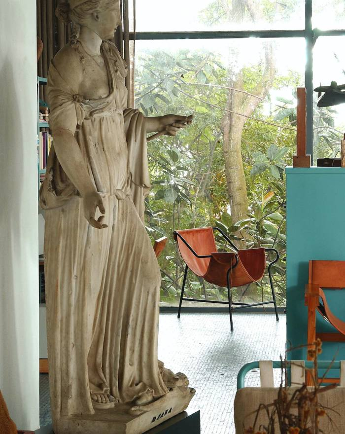 1948 Três Pés armchair by Lino Bo Bardi reissued by Etel andincluded by Roksanda Ilincic in her first residential project