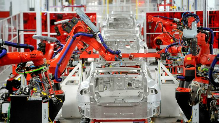 Here's what's really going on in Tesla's factory