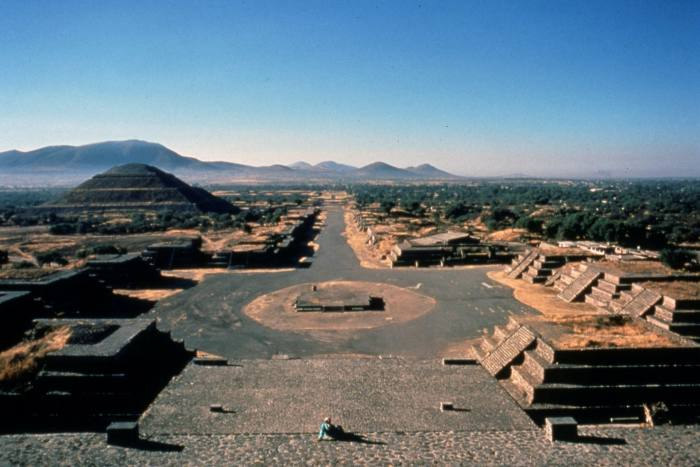 The Avenue of the Dead in the ruins of the Mesoamerican city of Teotihuacán