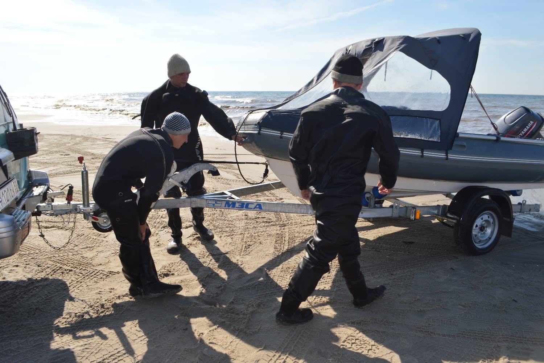 Young amber divers in Yantarny, Kaliningrad