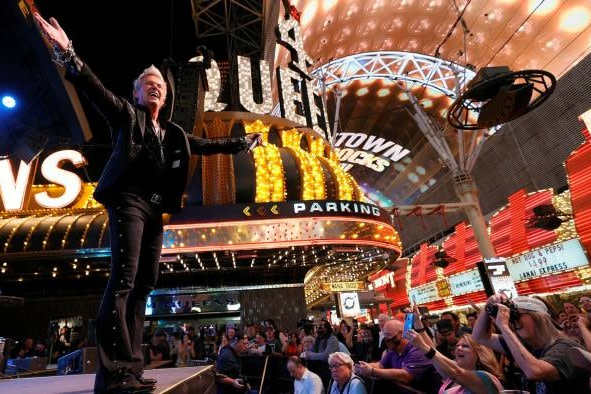 The musical act Zowie Bowie performing to a crowd in Las Vegas ©Ethan Miller/Getty Images