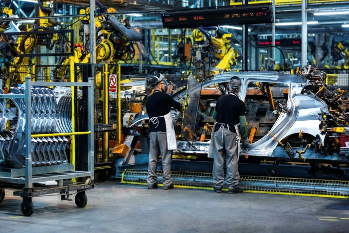 Nissan leaf being manufactured in the UK