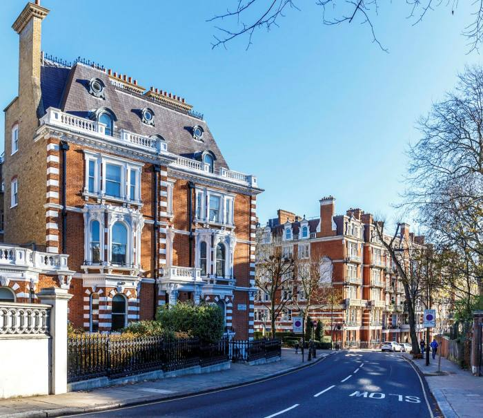 The affluent streets of Kensington