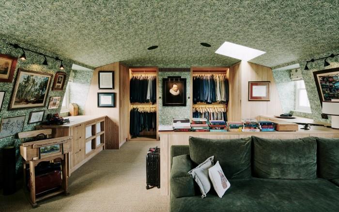 Jamie's dressing room, withitsDutch Old Master