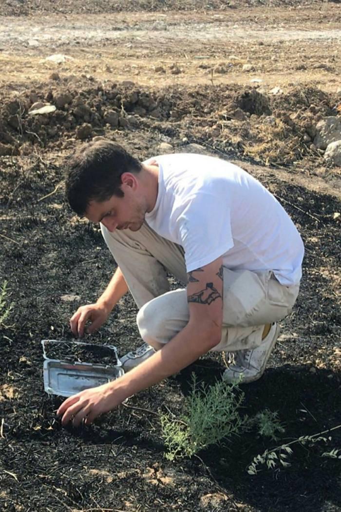 Migrate Art founder Simon Butler collecting ash in Iraqi Kurdistan in 2019...