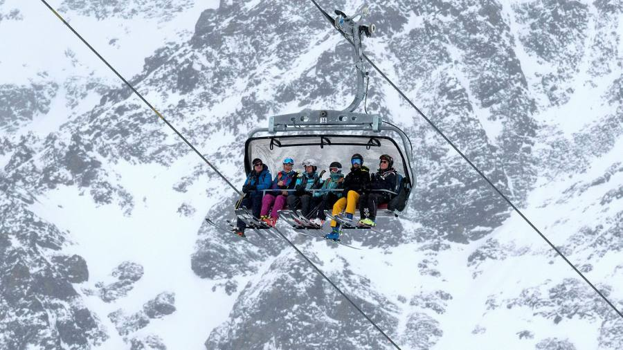 Merkel calls for closure of ski resorts across EU
