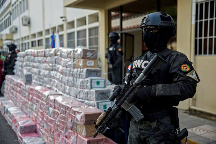 More than 1,747 kg of cocaine is guarded in Santo Domingo last November. It was hidden as kitchen items, en route from Colombia and with Rotterdam as its final destination