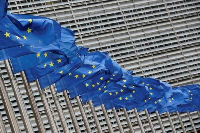 Eiropas Savienības karogi plīvo
