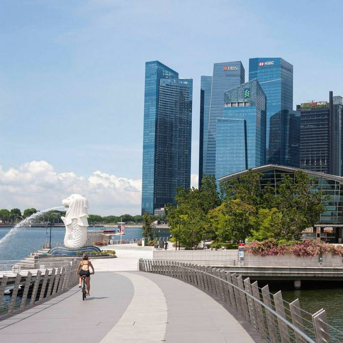 The Jubilee Bridge was built to mark the 50th anniversary of Singapore's independence