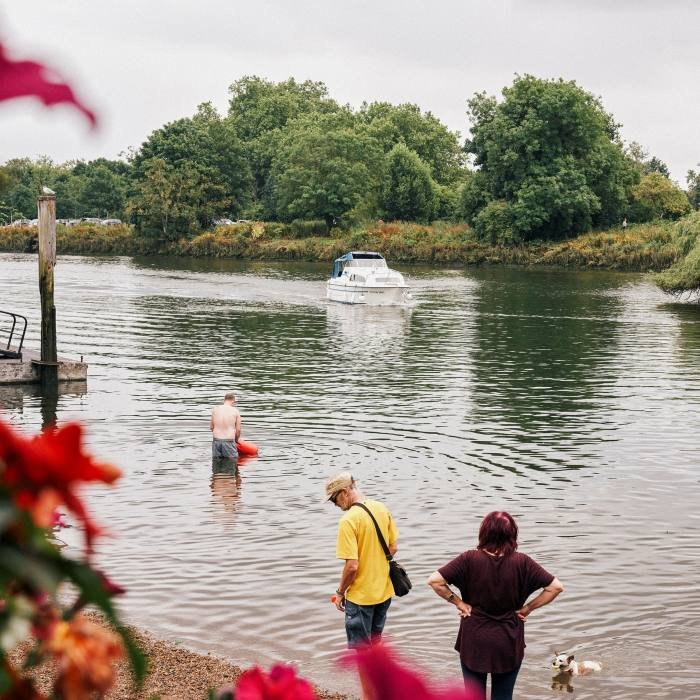 Eel Pie Island lies opposite the pub, whose outdoor space comes into its own in summer