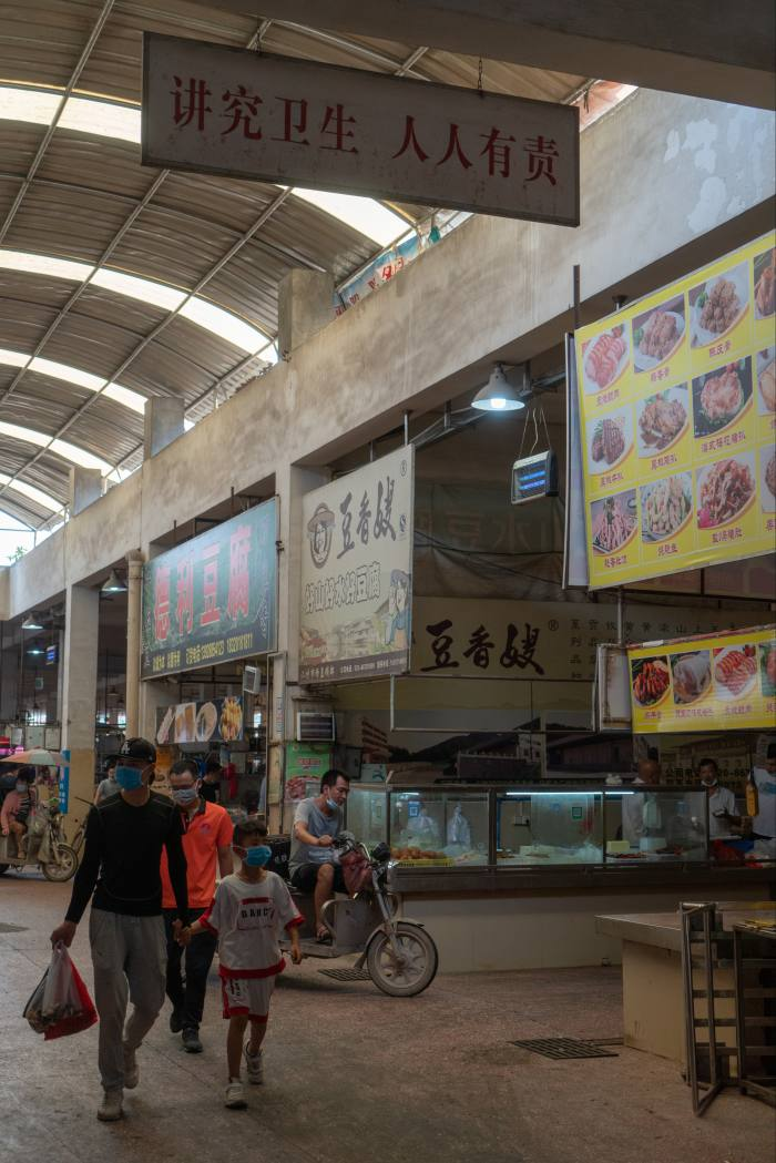 Jiangcun market (the sign says 'It is everyone's responsibility to maintain hygiene')
