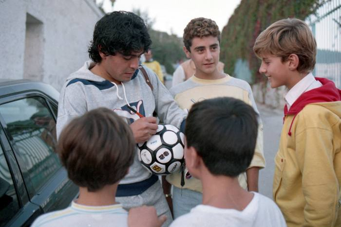 Signing autographs for fans after a training session in Naples, 1986