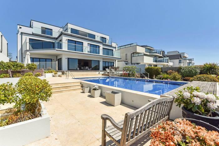 Six bedroom home, £4m
