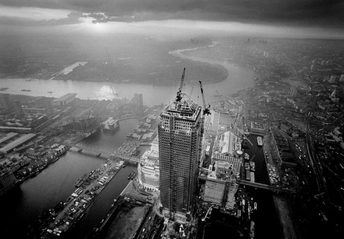 One Canada Square being built, 1990