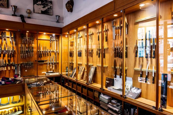 The shop's counter of Japanese knives