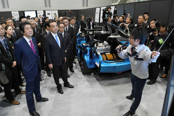 Chinese Premier Li Keqiang visits a Toyota Motor plant in 2018