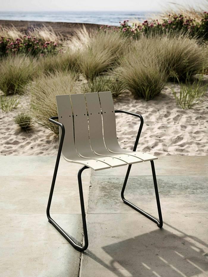 Chaise en plastique de Mater Design basée sur le modèle en bois des Ditzels