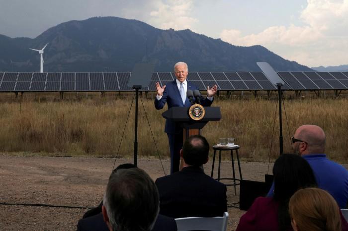 President Joe Biden maak opmerkings oor sy voorstelle vir die besteding van infrastruktuur tydens 'n besoek aan Arvada, Colorado