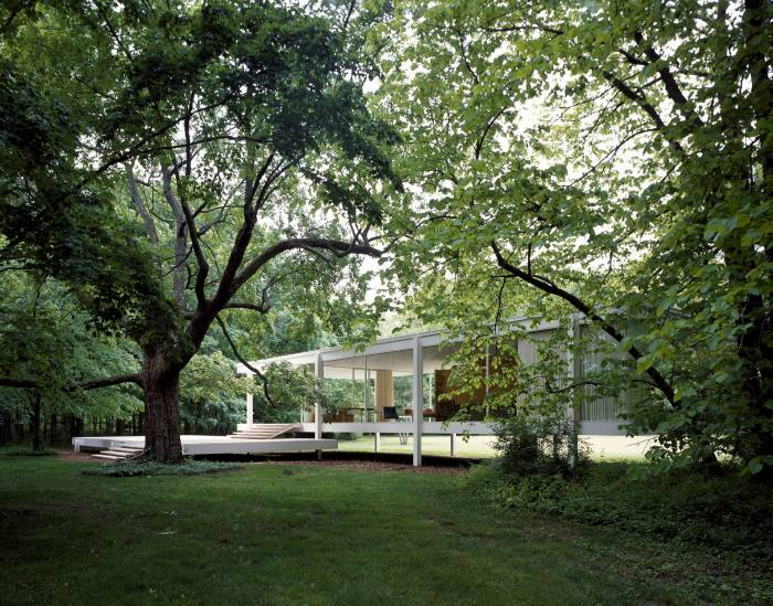 Farnsworth House, in Illinois, built in 1951 by Ludwig Mies van der Rohe, contains essentially one room, the 'universal space'