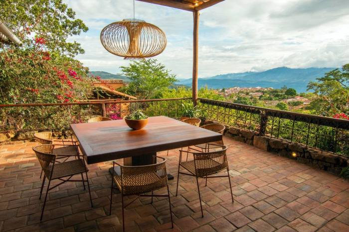 Dining on the terrace at Casa del Presidente