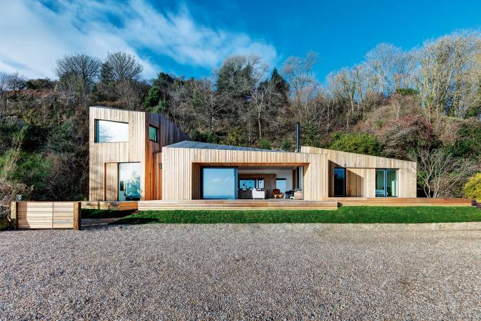This five-bedroom property onthe coast near Lyme Regis is clad insilver‑grey larch to weather with time