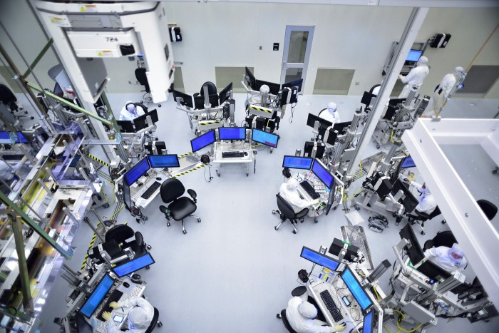 Production and cleanroom facilities in Intel's D1D/D1X plant in Hillsboro, Oregon. The US company is proposing to build a $20bn semiconductor factory on the continent