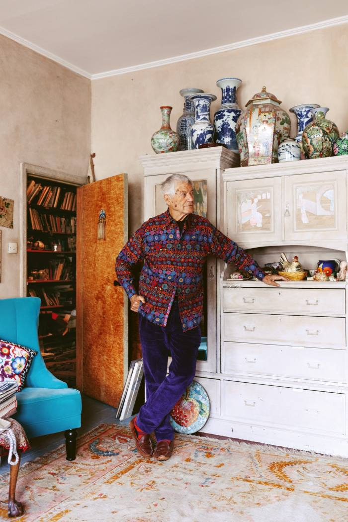 No showy displays of learning for the godfather of textile design Kaffe Fassett. He uses his walls to showcase life's rich tapestries and his cupboards to stash hisbooks in