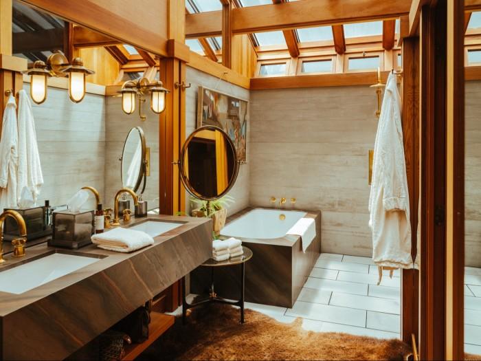 Fulk's bathroom