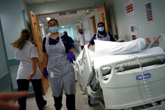 'N Gang in die Royal Blackburn Teaching Hospital: die pandemie het tot 13 miljoen mense laat wag op nie-Covid-behandeling