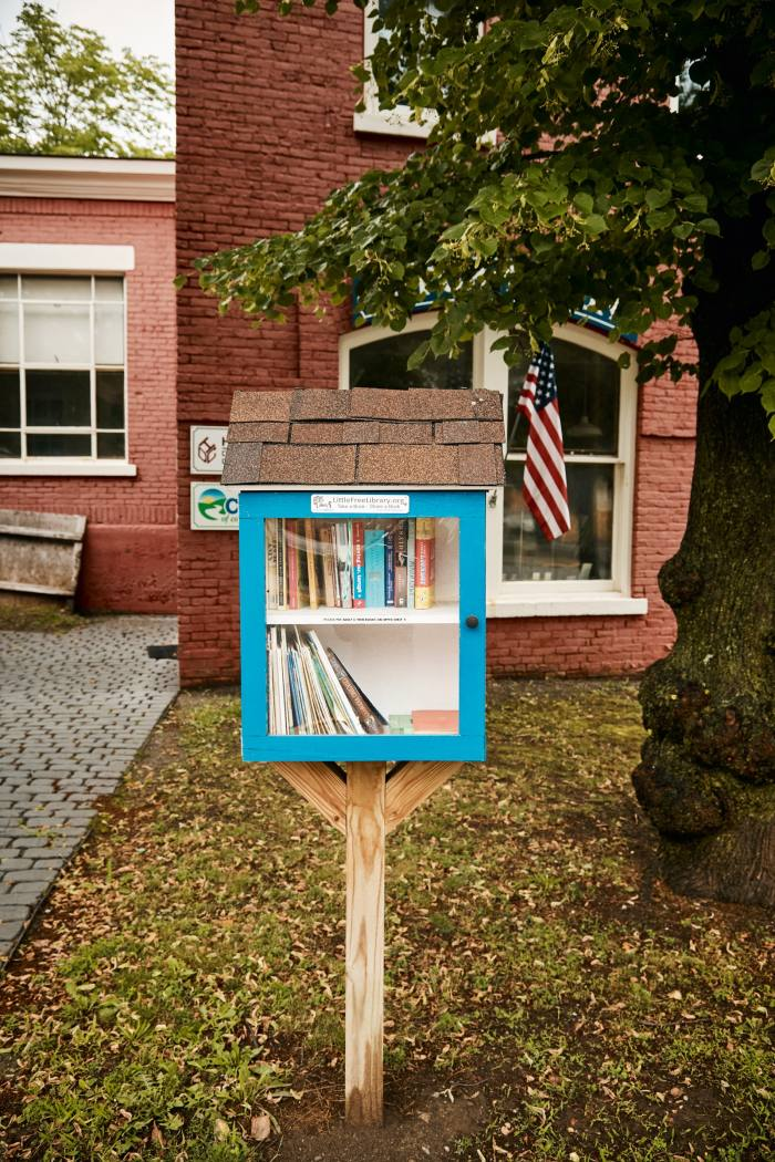 A pop-up free library in the centre of Hudson