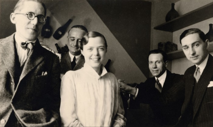 Charlotte Perriand (centre) with Le Corbusier (left), Percy Scholefield, Georges Djo-Bourgeois and Jean Fouquet in 1928
