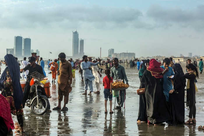 Vendors sell food to visitors at Clifton Beach in Karachi, Pakistan, on Sunday, Sept. 19, 2021. Pakistan's central bank is expected to hold its key interest rate for a seventh straight meeting even as an economic recovery from the pandemic is fanning Asia'sfastestinflation.